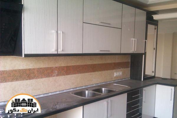 مدل کابینت آشپزخانه هایگلاس مدرن زرد رنگ